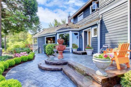 Haus mit Springbrunnen